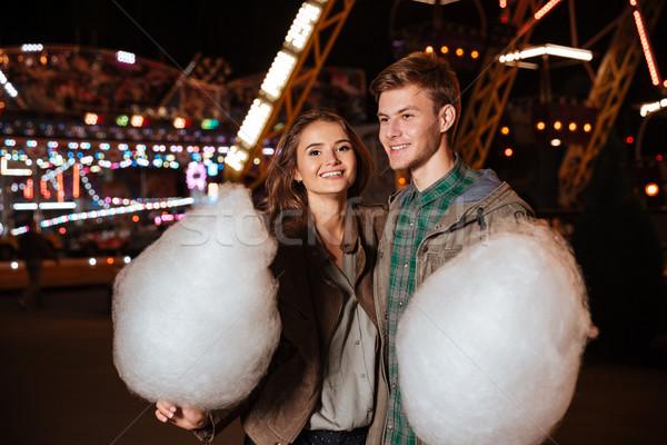 Coppia parco di divertimenti cotone candy caldo vestiti Foto d'archivio © deandrobot