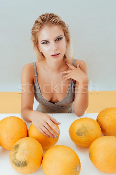 çekici kız oturma tablo gri sarı kadın Stok fotoğraf © deandrobot