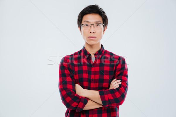 Fiatalember lezser póló áll keresztbe tett kar portré Stock fotó © deandrobot