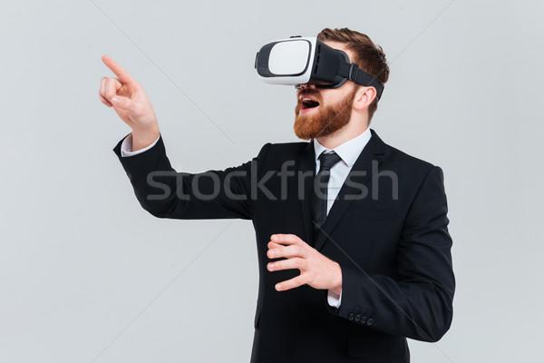 Jonge zakenman virtueel realiteit bebaarde Stockfoto © deandrobot