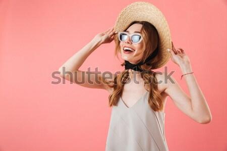 Aranyos fiatal nő napszemüveg áll küldés csók Stock fotó © deandrobot