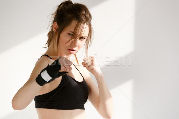 Concentré jeunes sport femme boxeur image Photo stock © deandrobot