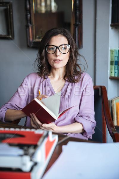 Stok fotoğraf: Portre · olgun · kadın · gözlük · defter