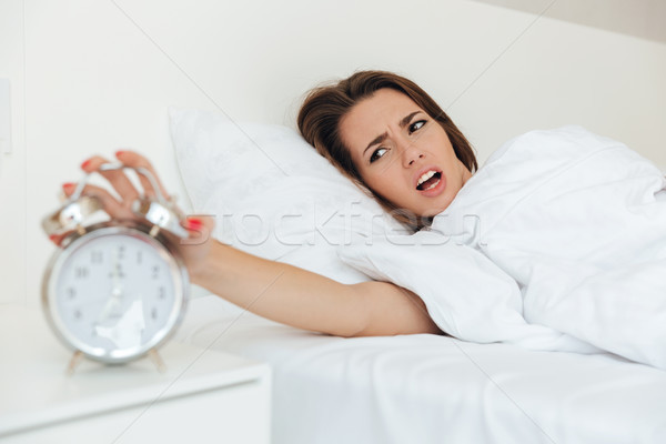 ストックフォト: 若い女性 · ベッド · 手