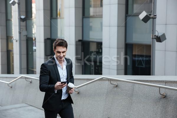 Homem telefone potável café ocupado sorrir Foto stock © deandrobot