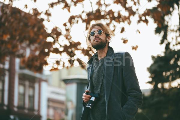 Porträt bärtigen Mann Kamera tragen Sonnenbrillen Stock foto © deandrobot