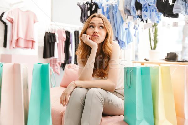 Vervelen jonge vrouw vergadering kleding store Stockfoto © deandrobot