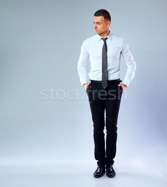 Ritratto pensieroso imprenditore grigio corpo sfondo Foto d'archivio © deandrobot