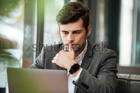 üzletember olvas újság portré kint papír Stock fotó © deandrobot