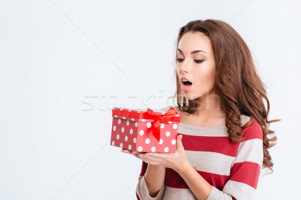 Jovem maravilhado mulher caixa de presente retrato Foto stock © deandrobot