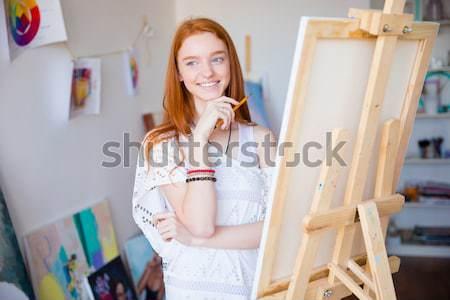 Mooie vrolijk jonge vrouw schilder schilderij kunst Stockfoto © deandrobot
