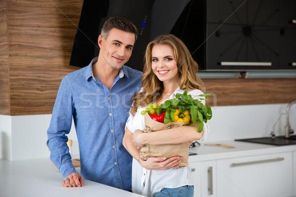 幸せ カップル 立って 紙袋 新鮮な野菜 ストックフォト © deandrobot