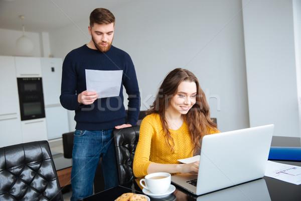 Paar betalen online laptop home Stockfoto © deandrobot