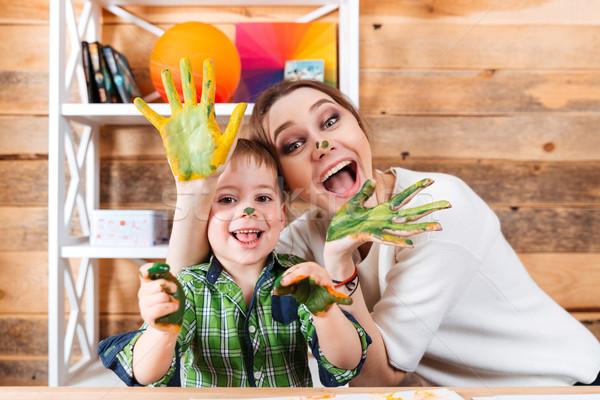 Derűs anya fiú festett kezek szórakozás Stock fotó © deandrobot
