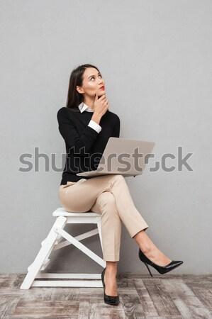 Negocios dama oficina usando la computadora portátil hablar teléfono Foto stock © deandrobot