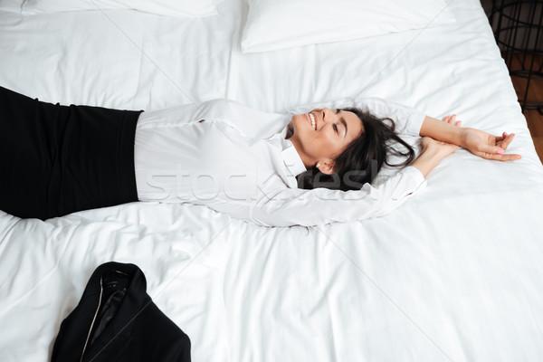 Сток-фото: улыбаясь · молодые · деловой · женщины · кровать