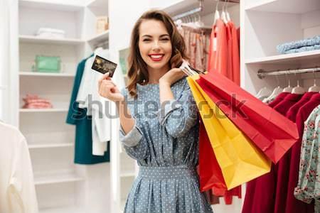 Alegre rizado jóvenes dama tarjeta de débito Foto stock © deandrobot