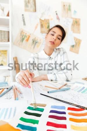 Stock fotó: Fiatal · koncentrált · nő · divat · illustrator · kép
