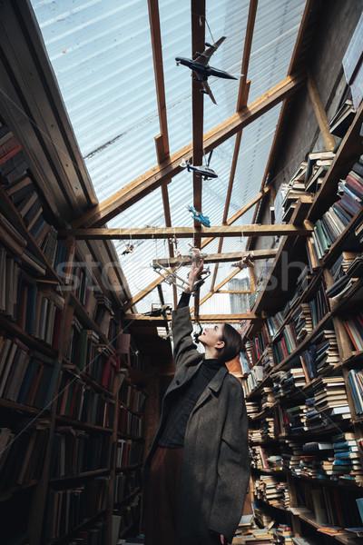 Moda foto mulher jovem grande casaco jogar Foto stock © deandrobot