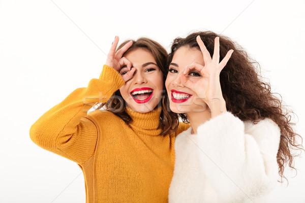 Foto due felice ragazze Foto d'archivio © deandrobot