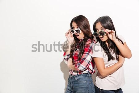 Foto twee vrouwen 20s vergadering Stockfoto © deandrobot