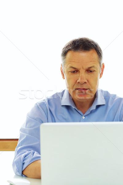 Portré középkorú kaukázusi férfi néz laptop számítógép Stock fotó © deandrobot