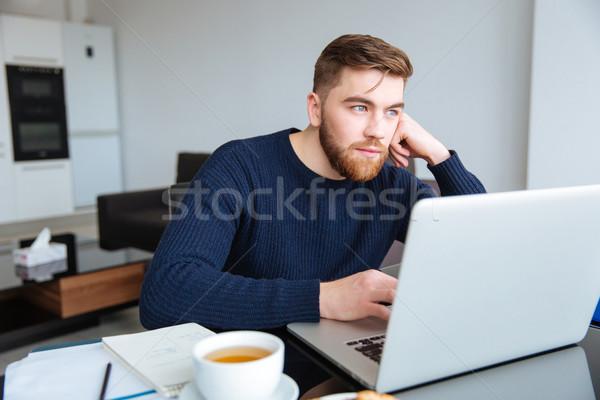 沈痛 男 ラップトップコンピュータ ホーム 肖像 座って ストックフォト © deandrobot