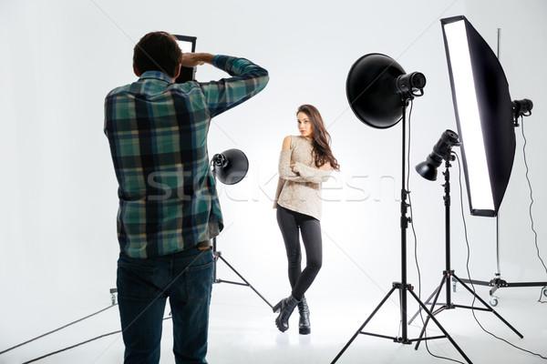 Foto d'archivio: Fotografo · lavoro · femminile · modello · moda · sfondo
