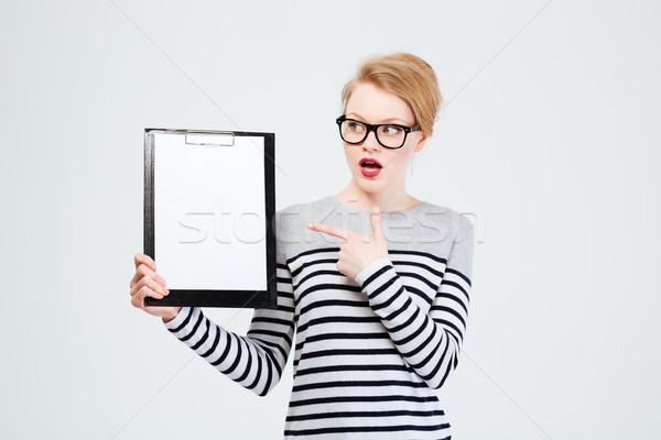 Maravilhado mulher clipboard mulher jovem isolado Foto stock © deandrobot