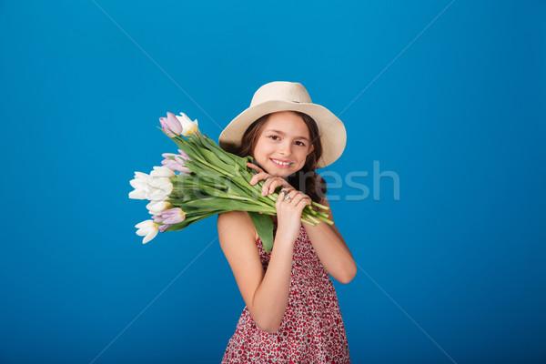 Stockfoto: Glimlachend · meisje · hoed · boeket · bloemen