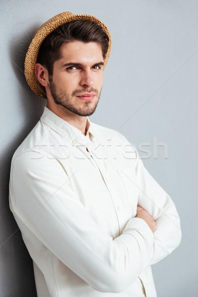 Portre yakışıklı adam ayakta silah katlanmış Stok fotoğraf © deandrobot