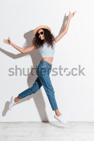 Portret glimlachende vrouw tonen spieren glimlachend Stockfoto © deandrobot