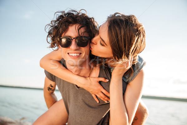Férfi háton barátnő óceán fiatalember nő Stock fotó © deandrobot