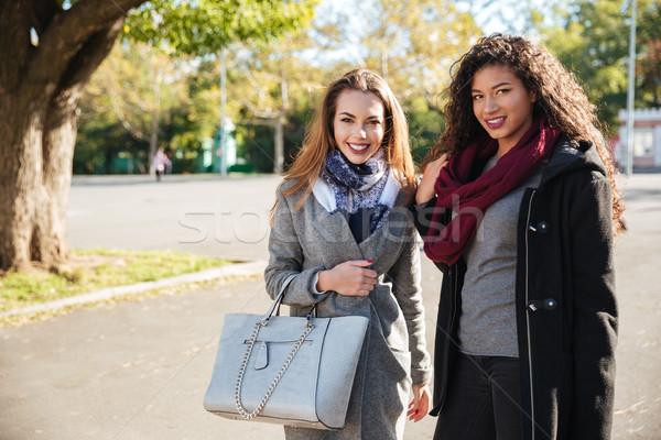 2 信じられない 女性 着用 見える カメラ ストックフォト © deandrobot