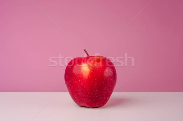 Piros finom alma rózsaszín izolált zöld Stock fotó © deandrobot