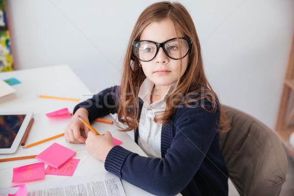 Küçük kız çalışma ofis gibi işkadını oturma Stok fotoğraf © deandrobot