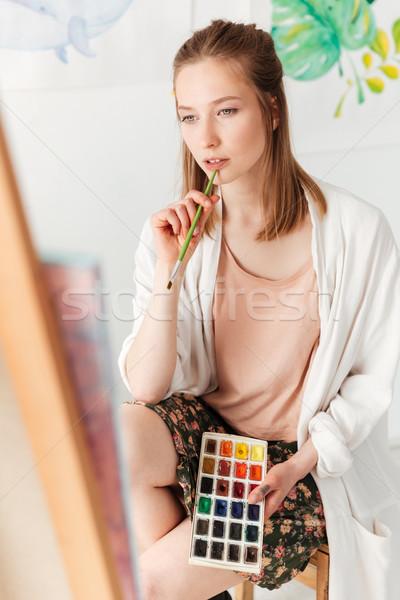 Ernstig jonge kaukasisch dame schilder werkruimte Stockfoto © deandrobot