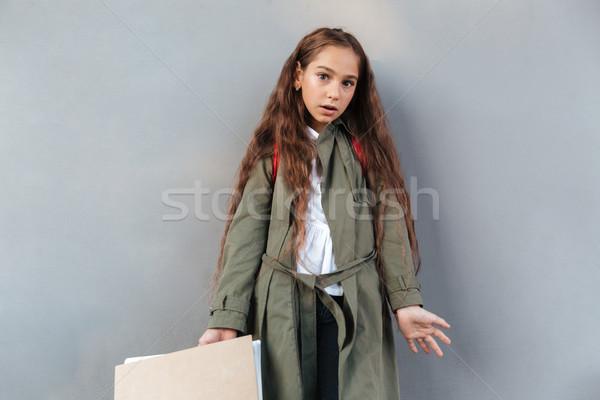 Sorpreso bruna studentessa capelli lunghi caldo vestiti Foto d'archivio © deandrobot