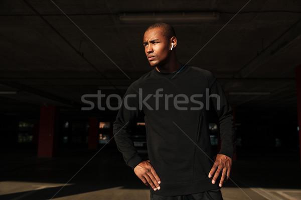 Portré fiatal vonzó afrikai férfi fülhallgató Stock fotó © deandrobot
