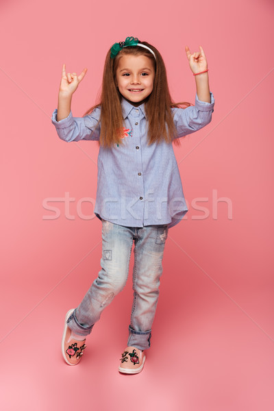 Foto grappig meisje rock teken Stockfoto © deandrobot