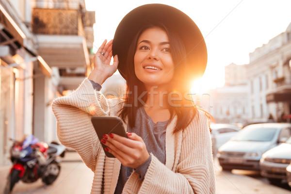 Foto gelukkig asian vrouw wollen Stockfoto © deandrobot