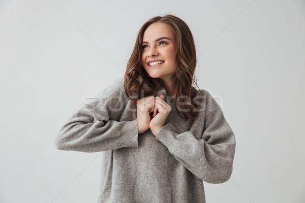 Uśmiechnięta kobieta sweter broni wraz Zdjęcia stock © deandrobot