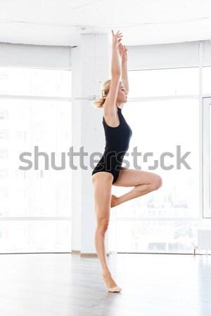 Vista lateral retrato mulher sexy em pé as mãos levantadas para cima Foto stock © deandrobot