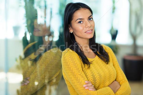 Empresária em pé brasão dobrado retrato feliz Foto stock © deandrobot