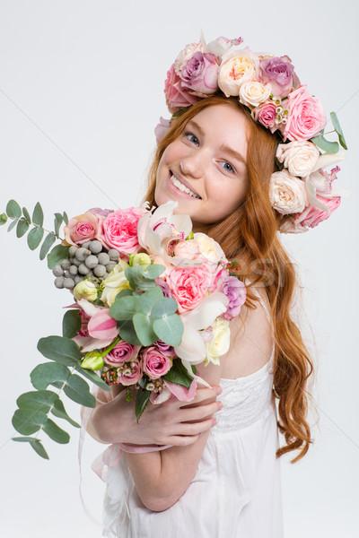 Boldog gyönyörű nő rózsák koszorú virágcsokor virágok Stock fotó © deandrobot