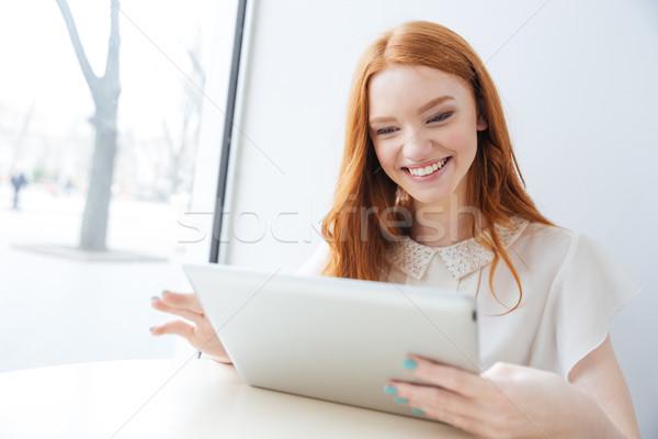 женщина улыбается таблетка кафе привлекательный Сток-фото © deandrobot