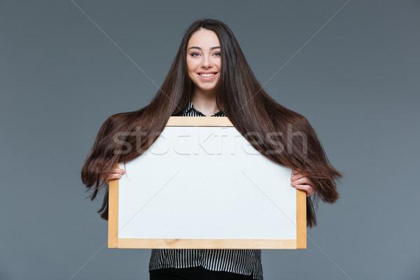 женщину длинные волосы совета улыбающаяся женщина серый Сток-фото © deandrobot