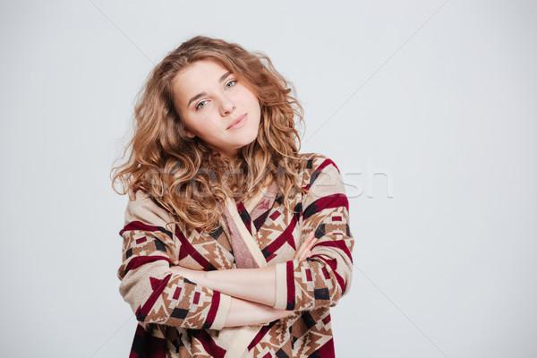 Vrouw permanente armen gevouwen naar camera Stockfoto © deandrobot