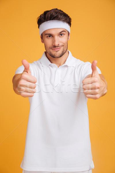 Jonge man atleet tonen beide handen Stockfoto © deandrobot