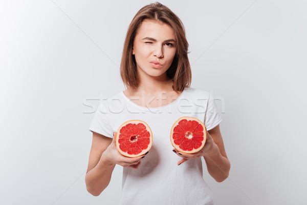 Vonzó fiatal hölgy tart grapefruit kép Stock fotó © deandrobot
